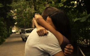 embrace_couple_love_happiness_25687_2560x1600